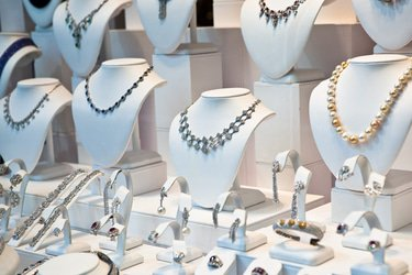 Indian fraud probe leads another jeweller into Chapter 11