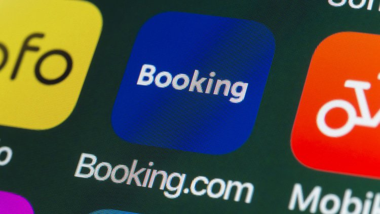 Japan investigates online booking companies