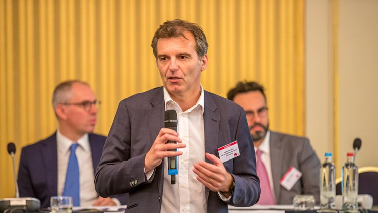 Interim measures help to keep antitrust relevant, says DG Comp official