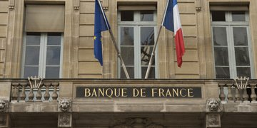 "French banking regulator exposes ""fragilities"" in banking sector"