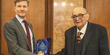 Fali Nariman gets lifetime achievement award at GAR Live India