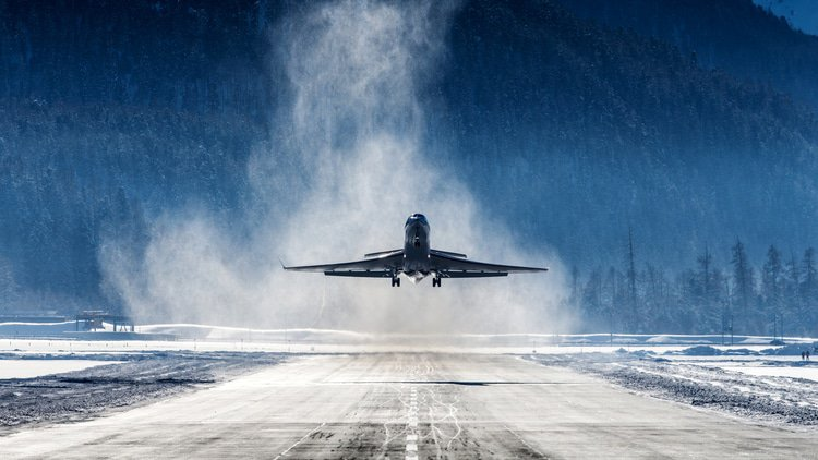 Competition objections may not stop Canadian airline deal