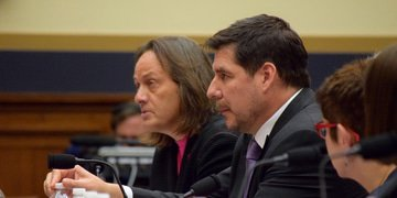 Three FCC commissioners back T-Mobile/Sprint