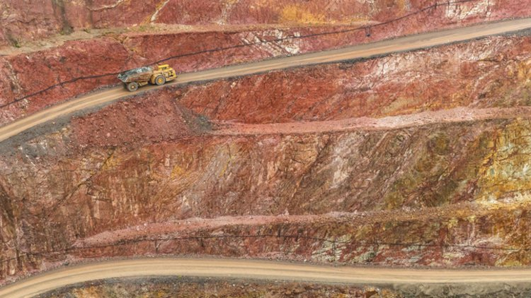 West African gold miner enters English administration