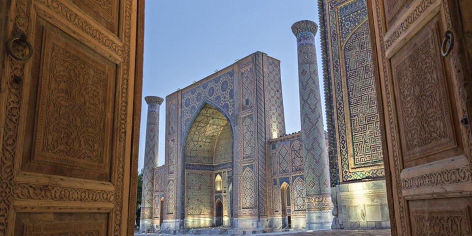 Uzbekistan wins stay of funder's enforcement bid